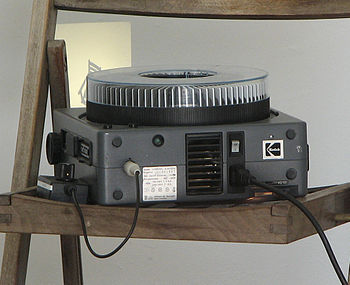 English: Carousel slide projector.