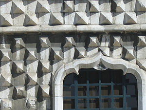 Casa dos Bicos - Detail of the front façade