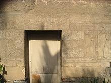 قائمة ملوك مصر (عصر الاضمحلال الثالث ) الاسرات 21-22-23-24-25 220px-Chapelle_Sheshonq_Grand_pr%C3%AAtre_de_Ptah