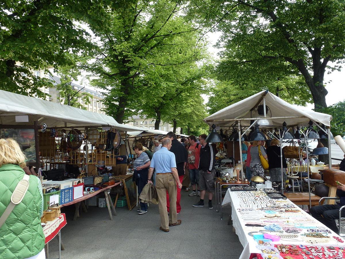 Charlottenburg Straße des 17. Juni Flohmarkt-001.JPG