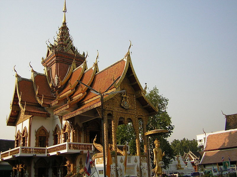 CC BY-SA 3.0 by https://commons.wikimedia.org/wiki/File:Chiang_Mai_Wat_Buppharam_Great_Viharn.JPG