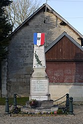The monument to the dead of Chivres-Val