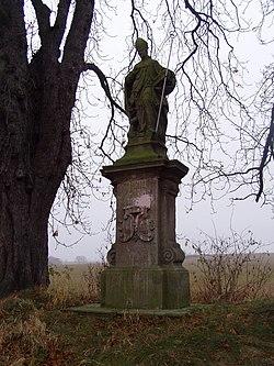 Chvalkovice - socha sv. Jiljí.jpg