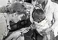 Collectie NMvWereldculturen, TM-60042263, Foto- Zuster Hoedemaker van het Rode Kruis geeft een Indonesisch kind een injectie in Taroekan bij Pekalongan., 1945-1950.jpg