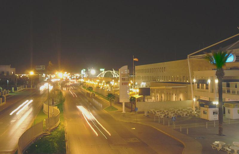 File:Consulado-noche.jpg
