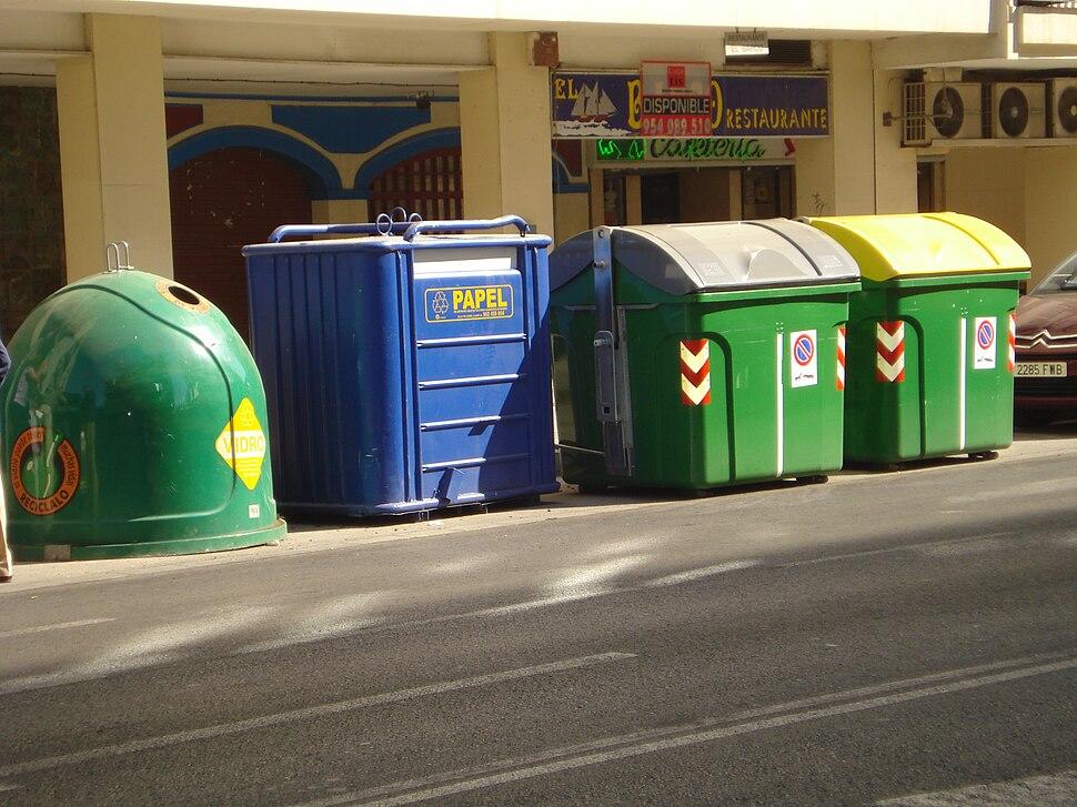 Contenedores selectivos de residuos urbanos en Sevilla