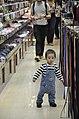 Criança e a loja.jpg