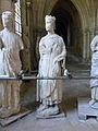 Crypte de la cathédrale Saint-Étienne de Bourges-Statues gothiques (9).jpg