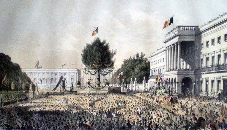 Fichier:Décoration de la place des Palais.JPG