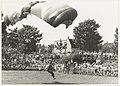 Demonstratie Parachutespringen door leden van de Hilversumse Paraclub Icarus. .JPG