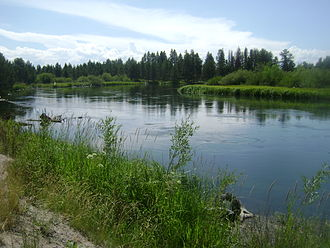 Deschutes River (Oregon) - The river as it passes Sunriver, near Benham Falls