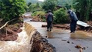 Silnice zničená povodněmi poblíž Satary