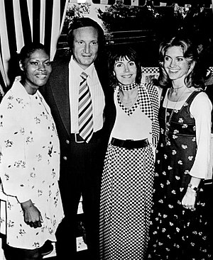 Helen Reddy - Left to right: Dionne Warwick, Don Kirshner, Helen Reddy and Olivia Newton-John in 1974