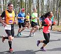 Donkere vrouw met koptelefoon Marathon Rotterdam 2015.jpg