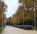 Dt.-Franz. Brigade, im Hintergrund das Denkmal zu Ehren der französischen Rückgewinnung von Elsaß-Lothringen.jpg