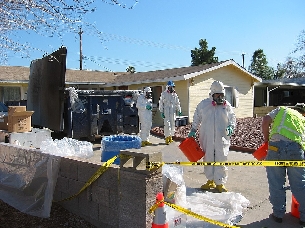 EPA workers clean up residential mercury spill (3986684199)