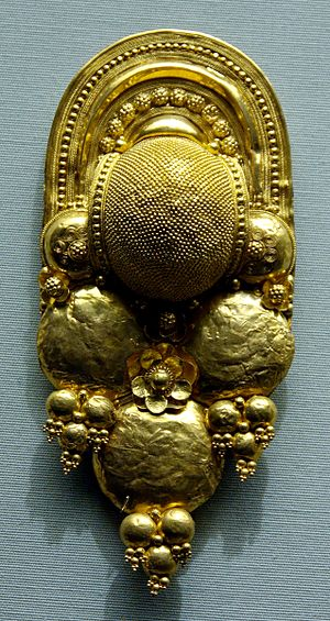 Granulation (jewellery) - Granulated Etruscan earring
