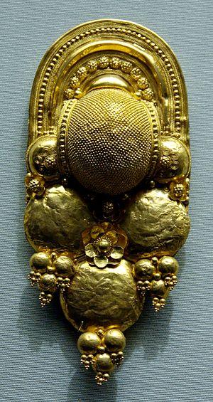 Granulation (jewellery) - Granulated Etruscan earring