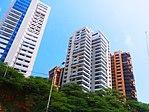Edificios en la Avenida El Milagro, Maracaibo, Venezuela.jpg