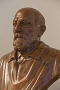 Eduard Suess - Bust in the Aula of the Academy of Sciences, Vienna - hu -8502.jpg