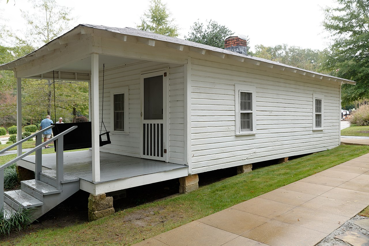 1280px-Elvis_Presley_Birthplace,_Tupelo,