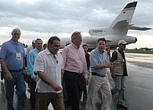 Kirchner and a group of people walking away from a plane