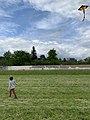 Enfants et cerf-volant (Saint-Maurice-de-Beynost, Ain, France) en mai 2019 - 1.jpg