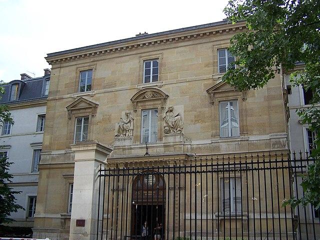 Главный вход в здание Высшей нормальной школы (Париж)