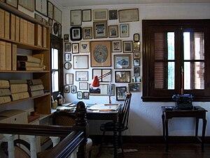 Manuel Mujica Láinez - His study at El Paraíso