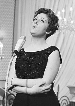 Eurovisie Songfestival 1962 te Luxemburg, voor Joegoslavië Lola Novakovic, Bestanddeelnr 913-6593.jpg