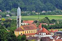 Feldbach - Kirche mit Turm und Villa Hold.jpg