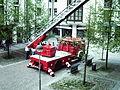 Feuerwehr Unterhaching Drehleiterfahrzeug.JPG