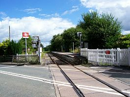 Ffairfach railway station in 2007.jpg