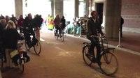 File:Fietstunnel Rijksmuseum weer open!.webm