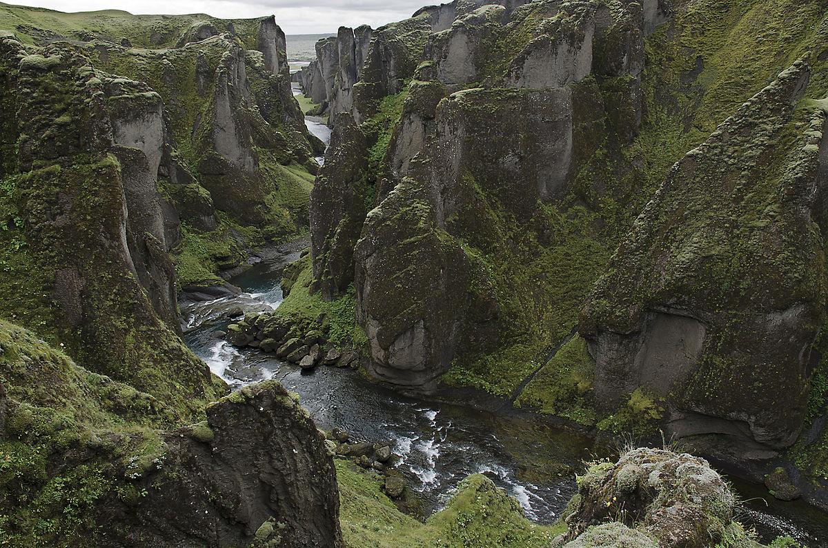 Kết quả hình ảnh cho Fjaðrárgljúfur, Iceland