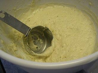 Muffin - Image: Flickr jspatchwork 146937143 Making English muffins 01