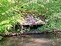 Fontaine-Chaalis (60), lavoir oublié près du pont de la D 126 sur la Nonette.jpg