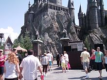 The entrance to the ride consists of a path which proceeds between two gates before heading to Hogwarts Castle.