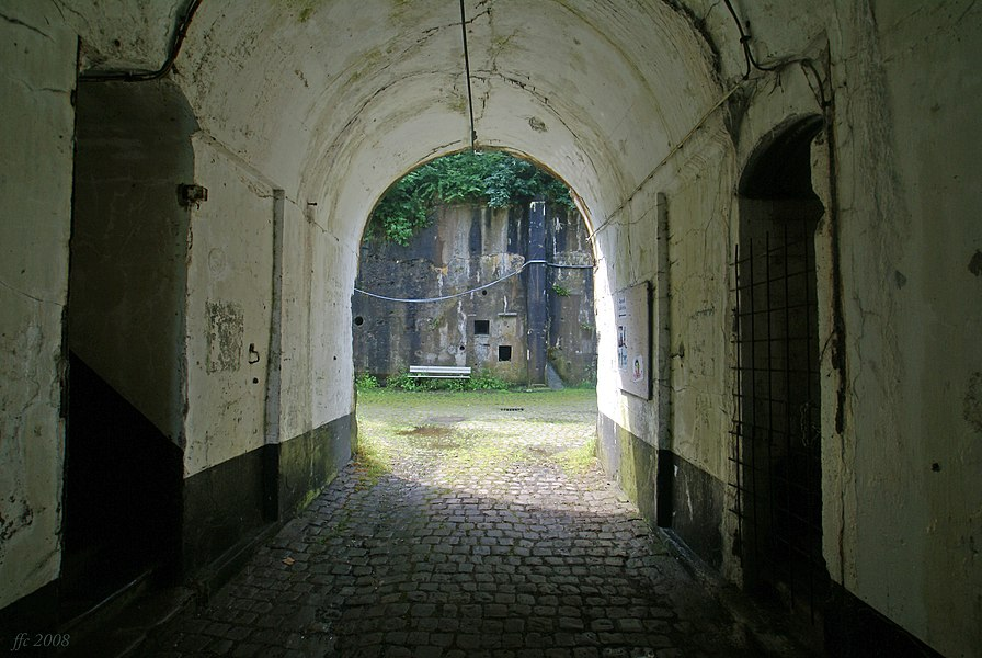 Embourg (Belgium): The fort – corridor and inner court yard