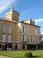 Fr-Chateau de Latoure-main building inside courtyard.jpg