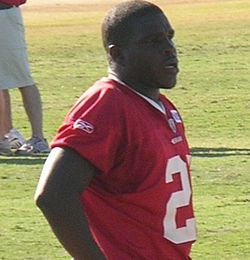Frank Gore at 49ers training camp 2010-08-09 1.JPG