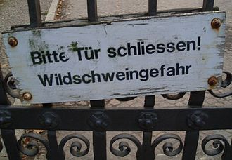Friedhof Heerstraße - Please close the door because of the wild boars