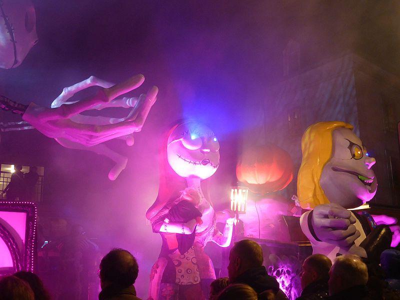 Défilé nocturne des chars au carnaval des Gais Lurons de Vitré en 2016