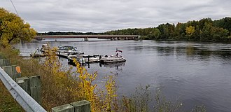 Gatineau River - View of Lady-Aberdeen bridge on Gatineau River, seen from left bank (Jacques-Cartier street) in Gatineau on october 7, 2018.