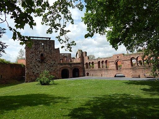 Gelnhausen Kaiserpfalz Palas Front und Bergfried