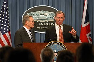 Geoff Hoon (right) at Pentagon briefing
