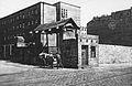 Getto warszawskie brama na ulicy Leszno przy Żelaznej.jpg