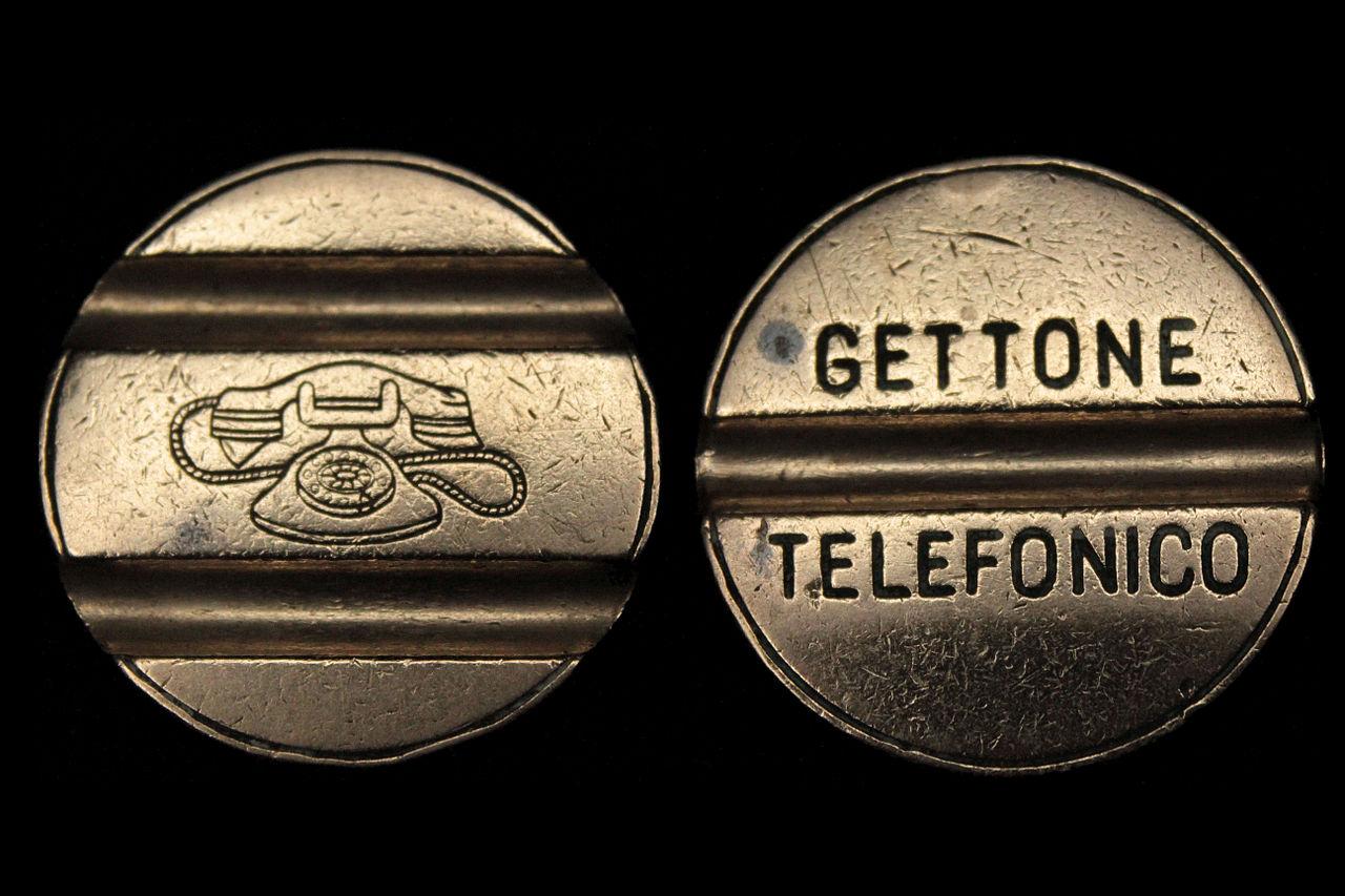 file:gettone per cabina telefonica italiana.jpg - wikimedia commons - Cabina Telefonica