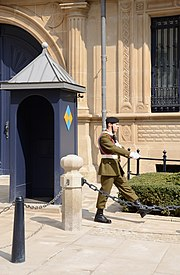 Guard Grand Ducal Palace Luxembourg (by Pudelek)