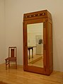 Gustave Serrurier-Bovy-Chaise et armoire.jpg
